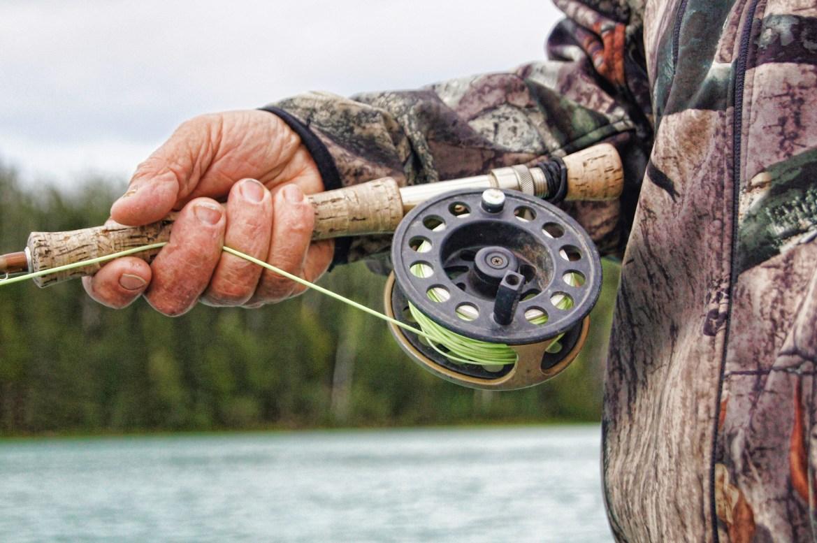 Hobby-Jäger schiesst knapp an Fischer vorbei