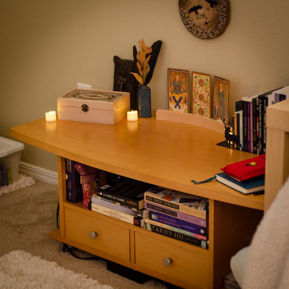 Wildera Atelier - Tarot Reading Table