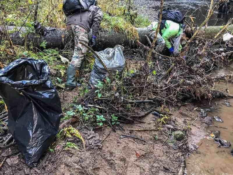 CEW Cleaning up Slovenysky Raj-30346.jpg - © European Wilderness Society CC BY-NC-ND 4.0