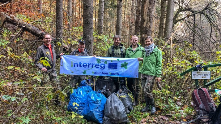 CEW Cleaning up Slovenysky Raj-30360.jpg - European Wilderness Society - CC NonCommercial-NoDerivates 4.0 International