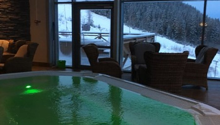 hallsta berget jacuzzi with view over ski area