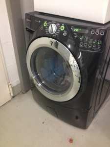 a black washing machine