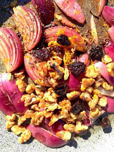 Glasierte Zwiebeln mit Walnüssen und Honig