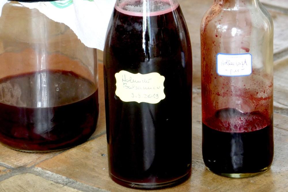 Rotweinessig und Holundersaft