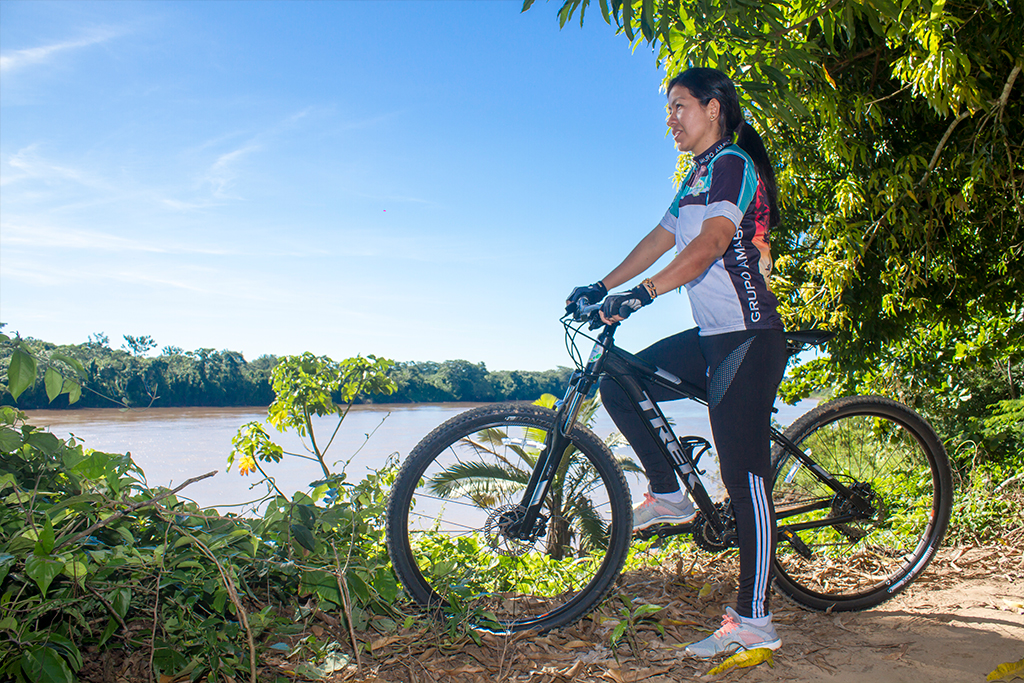 Ana Amable on her bicycle in Madre de Dios, Peru © Ana Amable