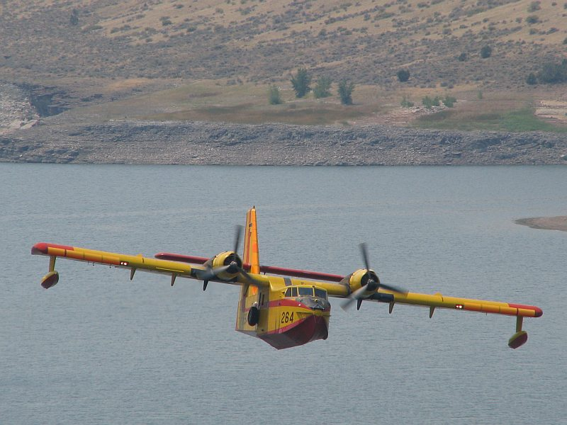 CL-215 on a run over Goose Creek Reservoir southwest of Oakley early afternoon on 08/11/2012.