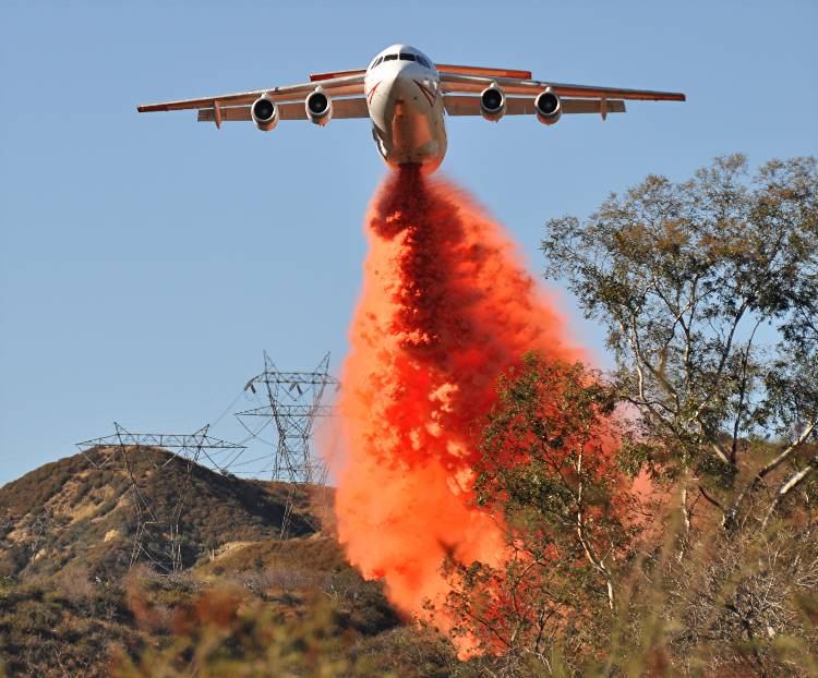 BAe-146 dropping Devore Fire, Cajon Pass