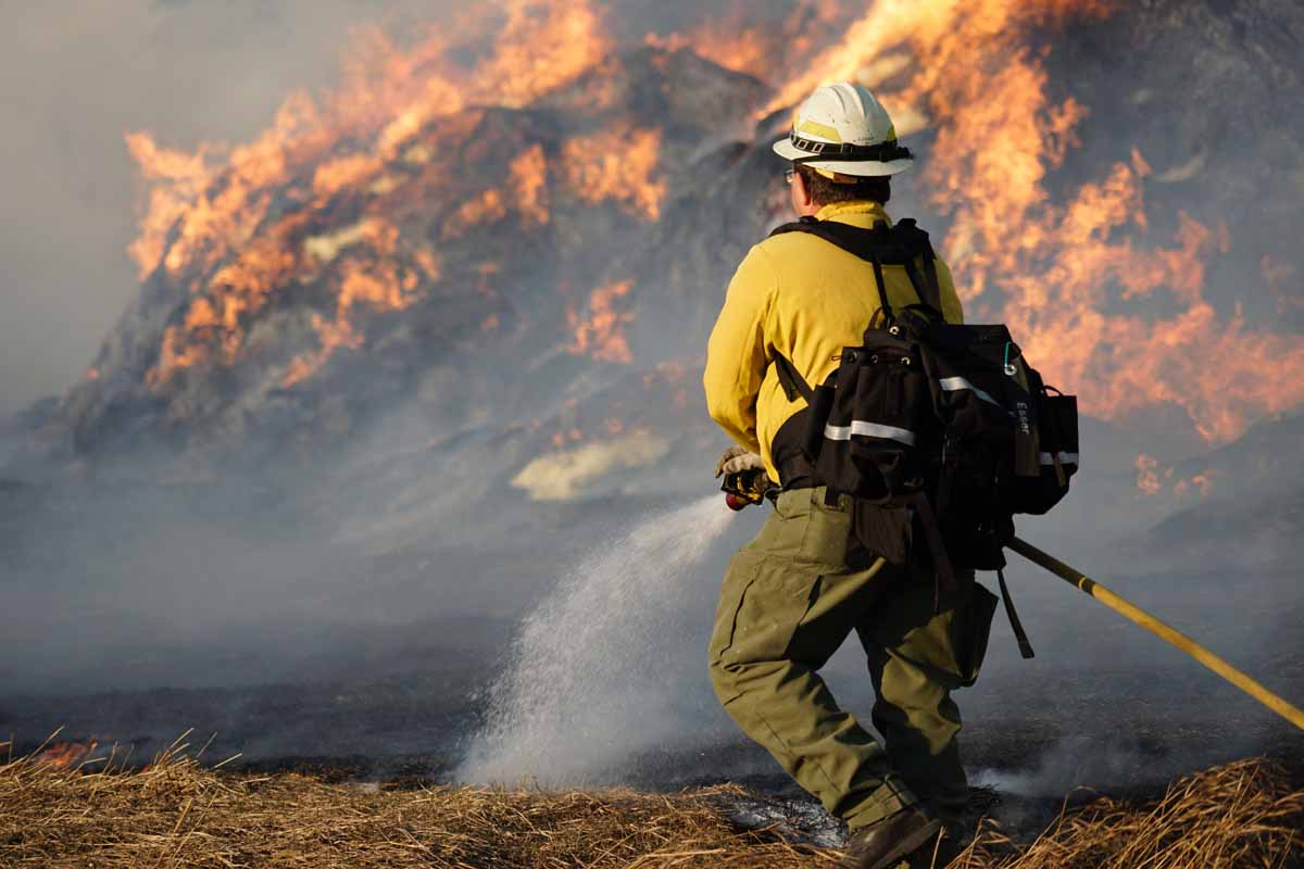 Dudley Fire burns close to structures in Buffalo Gap, SD