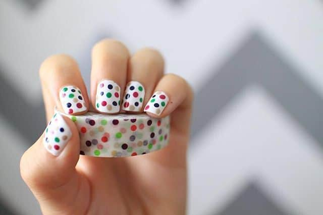Did you know that you can use washi tape to decorate your nails?  via @washimoshi featured on WildflowersAndWanderlust.com