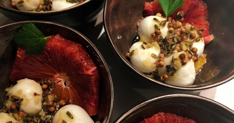 Bloedappelsien met mozzarella en lavendel