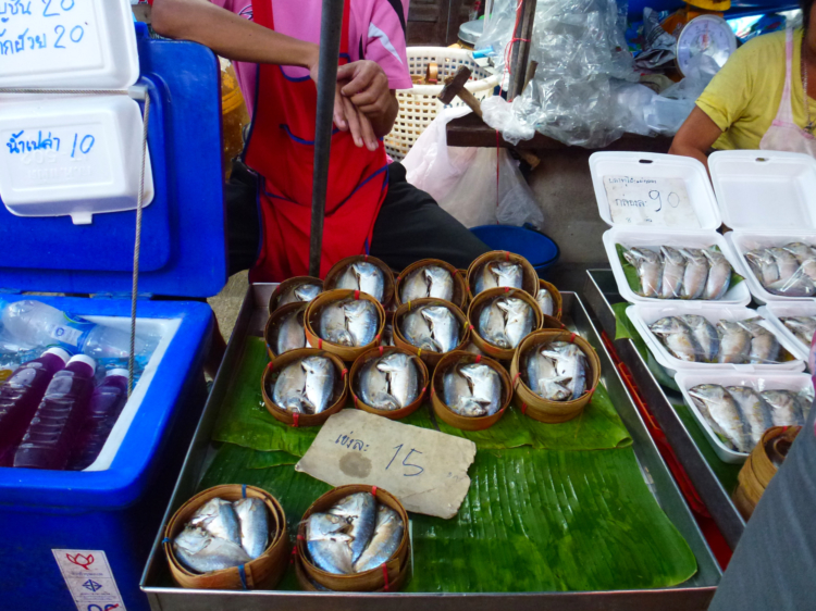maeklong rail road market