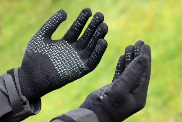 Cold Weather Photography in SealSkinz Ultra Grip Gloves