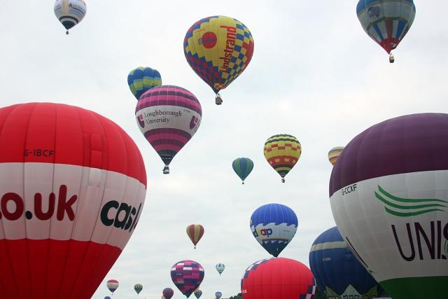 Bristol Hot Air Balloon Mass Lift