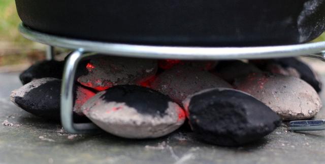dutch-oven-charcoal