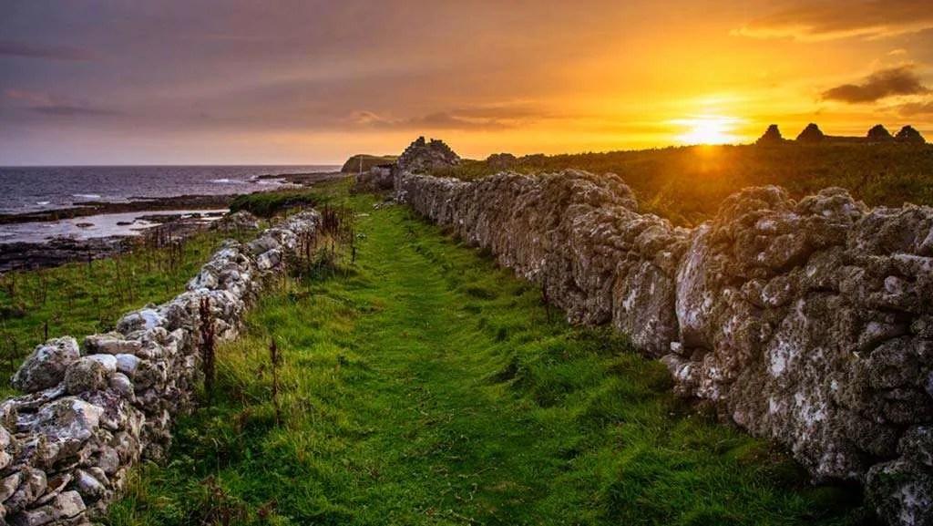 Lane on Inismurray | © Kristof Moscicki | Wild West Sailing | Day Sailing in Ireland