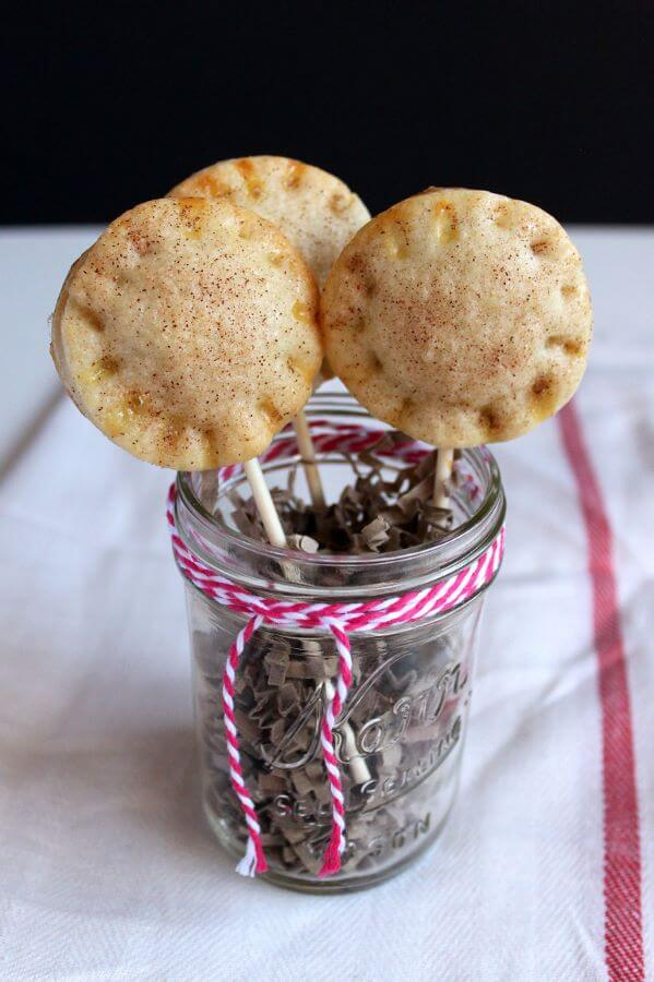 Cookie Butter Pie Pops | wildwildwhisk.com