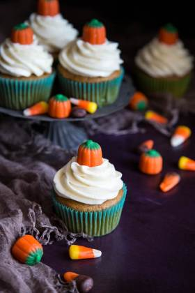 Pumpkin Pie Spice Cupcakes | wildwildwhisk.com
