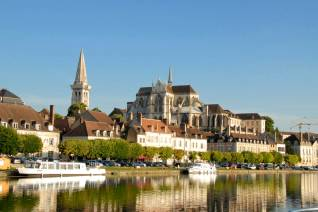 auxerre-cathedral-in-the-morning-01062011-version-2