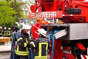 Maibaumaufstellung Freiwillige Feuerwehr Stuttgart Heumaden 1.5.2015