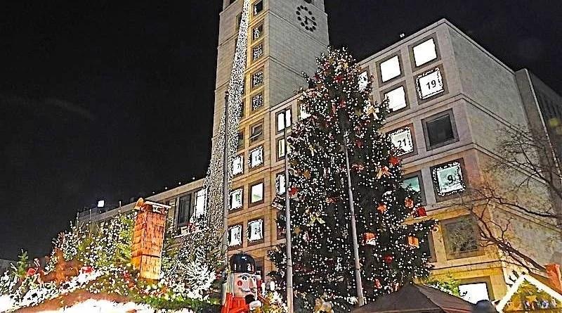 Weihnachtsmarkt am StuttgarterRathaus