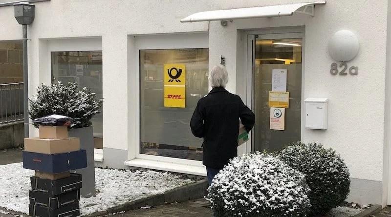 Eingangsbereich der Postfiliale Kirchheimer Str. 82 a in Sillenbuch