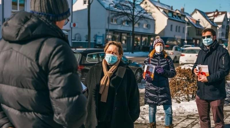 CDU-Spitzenkandidatin Susanne Eisenmann im Gespräch mit Bürgern