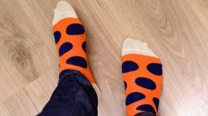 Füße mit bunten Socken