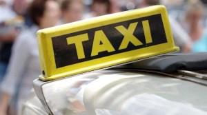Taxischild am Autodach