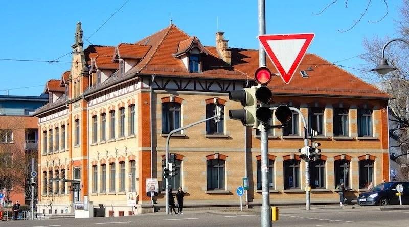 Blick von der Amstetter Straße auf das Alte Schulhaus Hedelfingen