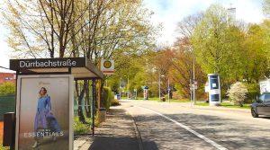 Blick die Rohrackerstraße bergauf an der Bushaltestelle Dürrbachstraße