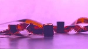 Verdrehte Streifen von Film-Negativen