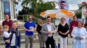 Stefan Kaufmann am CDU-Stand vor der Apotheke Mache in Sillenbuch