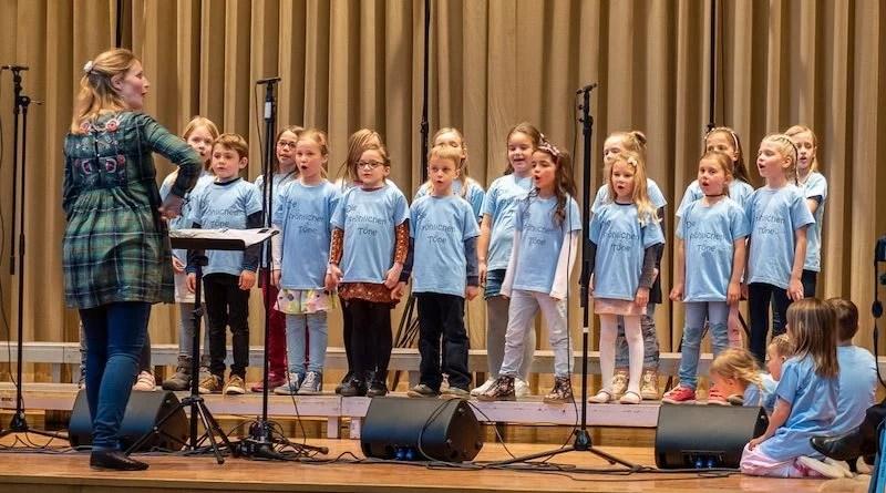 Liederkranz Heumaden Kinderchor beim Auftritt