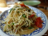 The Begging Bowl - Green Papaya Salad (Som Tam)