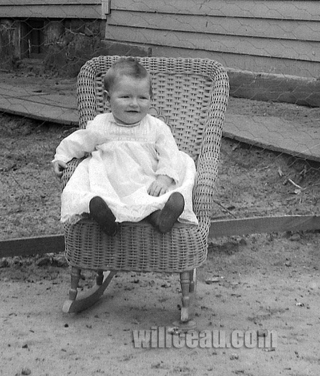 sitting-baby-det