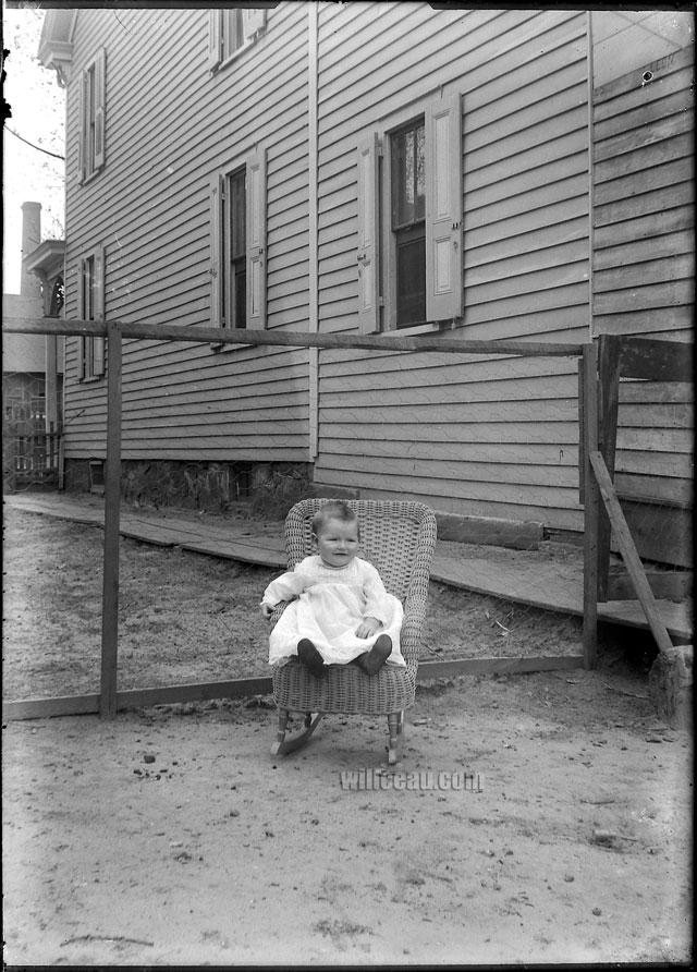 sitting-baby