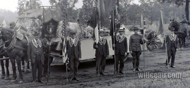 Parade-in-Westville-det