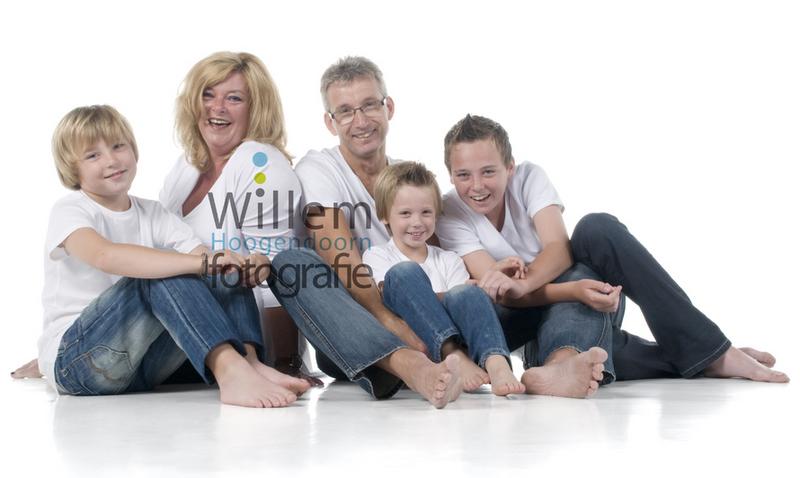 Familieportret gezin spontaan pure portretten portretfotograaf Willem Hoogendoorn Fotografie Woerden