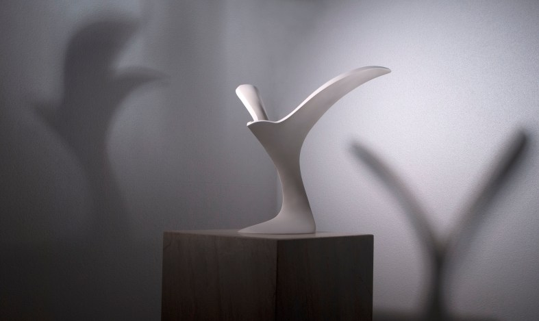 Halcyon: Indoor bird sculpture in plaster of Paris