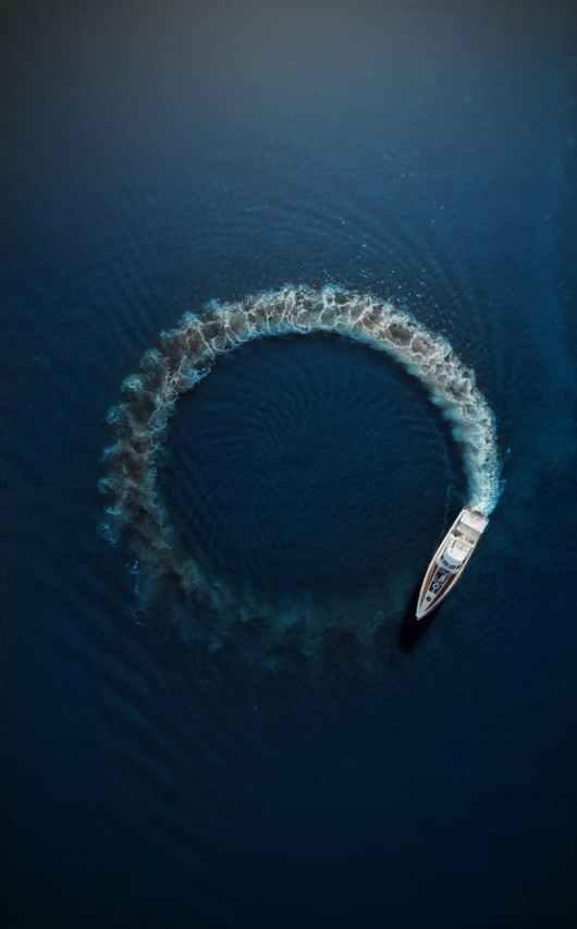 motor boat making circle on water surface
