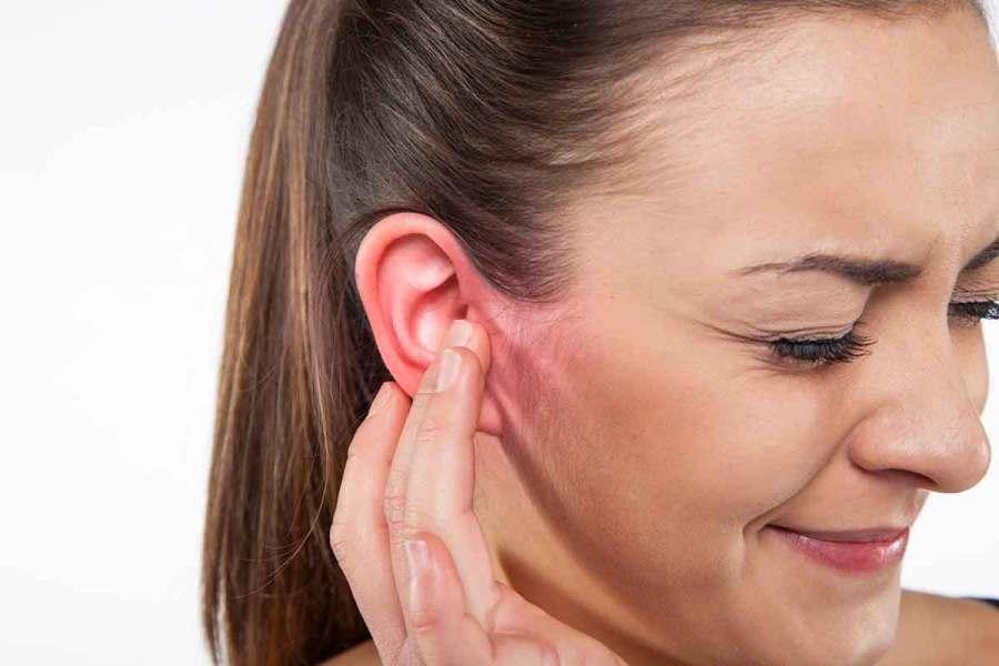 ¿Cuál es la relación entre molestias en el oído y la salud bucodental?