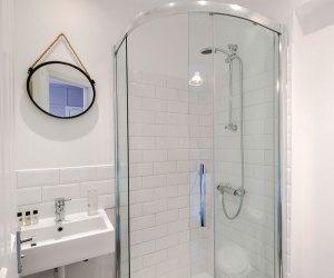 Double bed classic bathroom William IV London