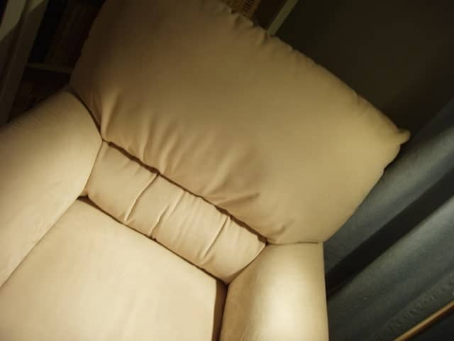 Image of a recliner for an article about choosing the correct size power recliner for seniors.