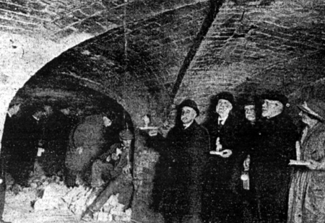 Charles Hand and colleagues in the Paddington tunnels in 1926.