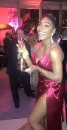 """I look great with an Oscar"" writes Serena on h‼er facebook page...and I say - YES DARLING you most certainly do‼"