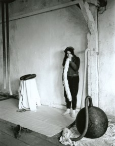 Eva Hesse in 1966 (photo by Gretchen Lambert)