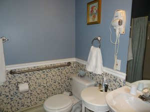 Twin Room - Bathroom