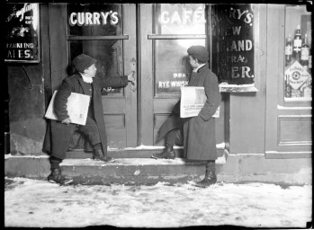 Newsies selling in saloons at night - 51 (Lewis Hine)