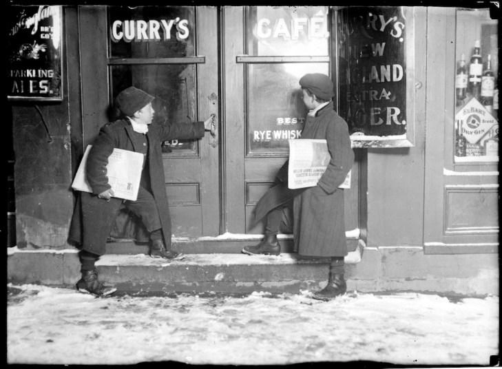 Newsies selling in saloons at night - 51 (Lewis Hine)