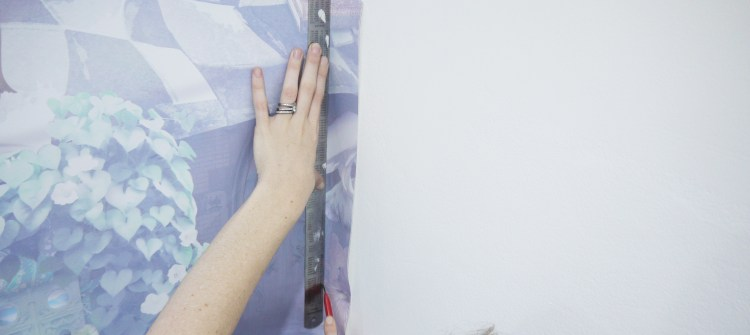 A detailed wallpaper installation guide for paste-the-wall heavy duty vinyl wall coverings! Our instructions are clear and easy to follow. Trimming the wallpaper excess overhang/